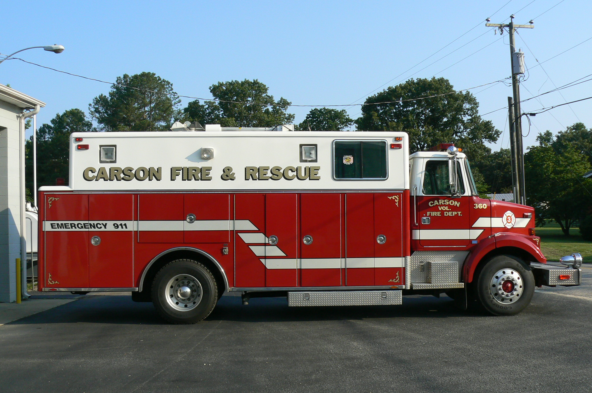Red fire squad truck
